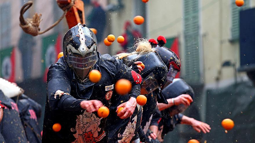 La battaglia delle arance: Ares al fianco degli eporediesi a combattere per amare la bellezza della pace